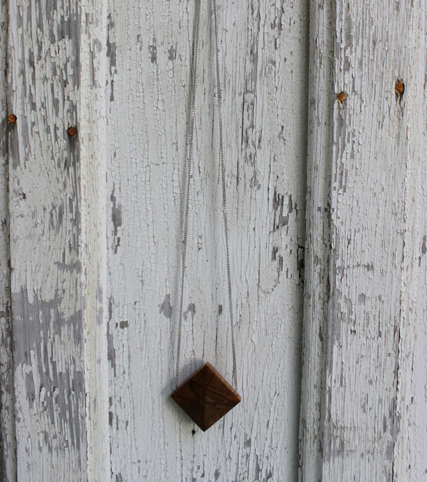 Charlotte Greville: Tri-Point Necklace