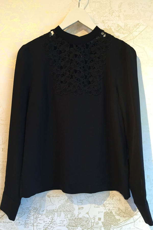 'Bond' blouse with lace bib