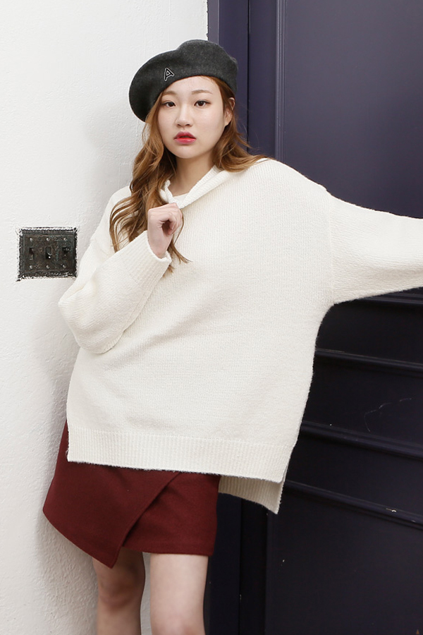 AMONG by ROCKET X LUNCH Round Oversized Knit- Ivory