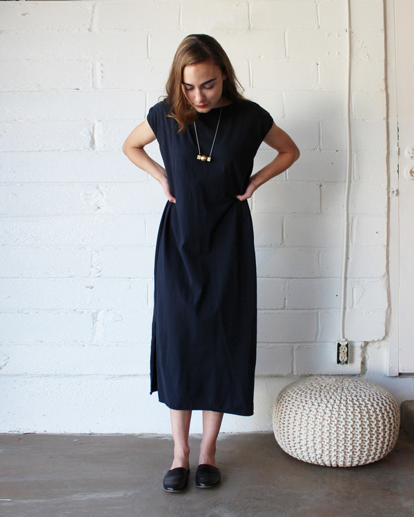 esby TALLULAH TEE DRESS - ALMOST BLACK