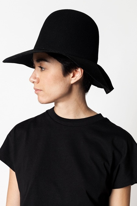 Clyde Slit Snap Dome Hat - black