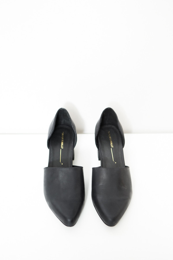 Intentionally Blank Perf Shoe / Black Leather