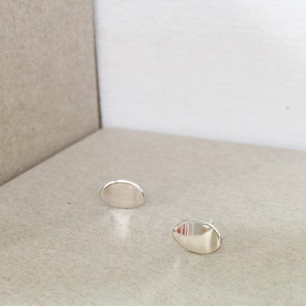 Upper Metal Class Oval Curve Earrings