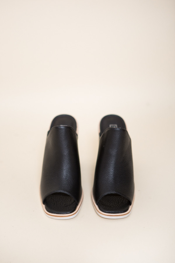 Sol Sana Fella Mule / Black Leather