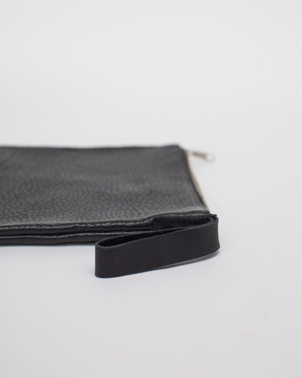 ESBY CLUTCH - BLACK PEBBLED BISON