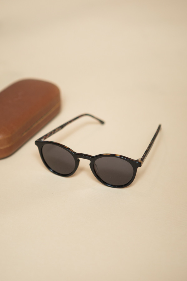 KOMONO Aston Crafted Sunglasses / Black Tortoise
