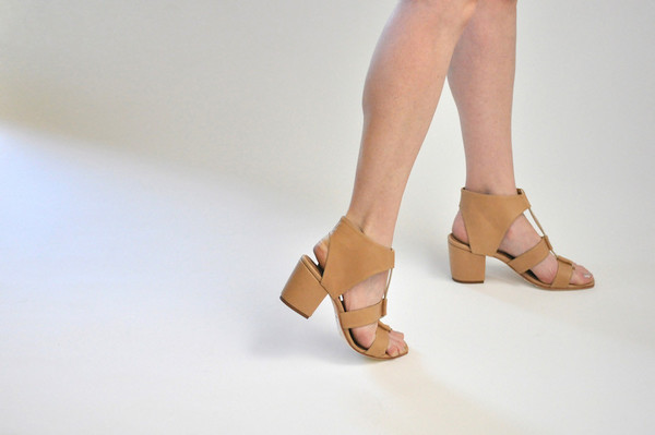 The Palatines Shoes Satis Block Heel Sandal W Thong - Tan Leather