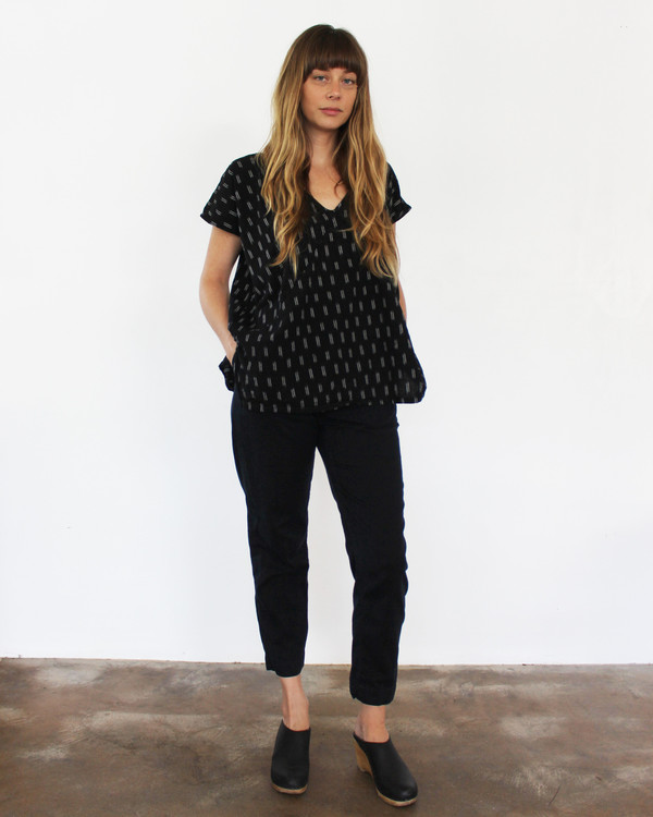 esby AVERY TUNIC TOP - BLACK IKAT