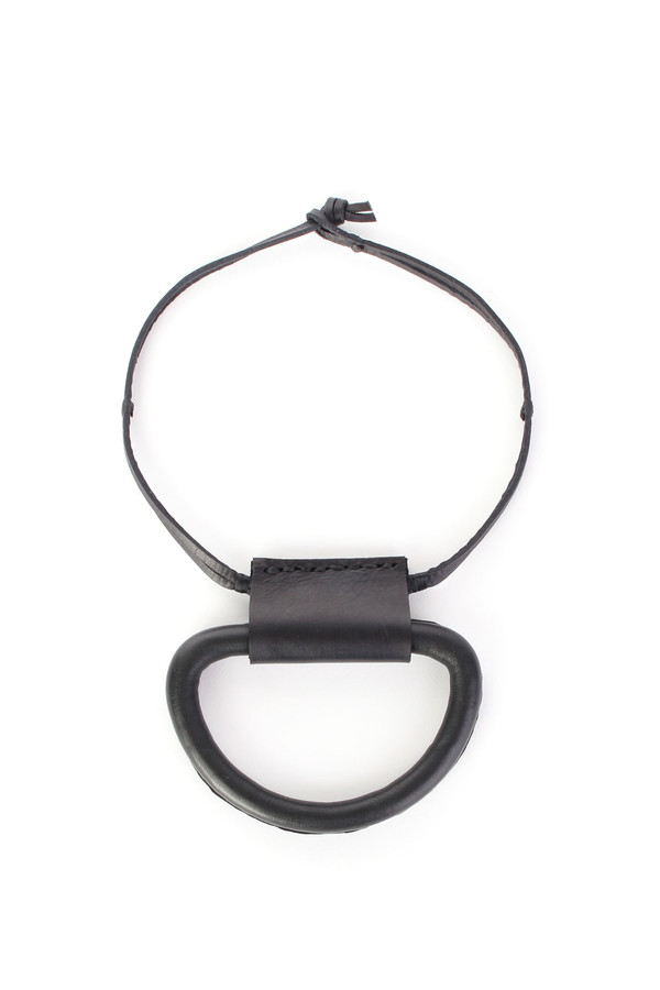 Crescioni Logan necklace in black