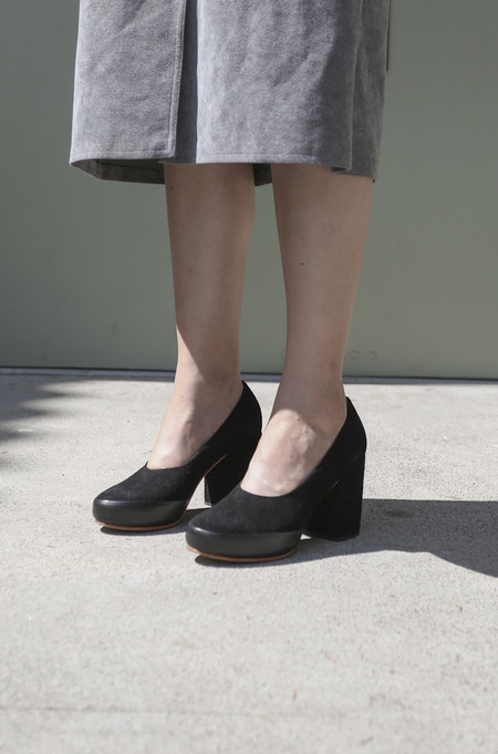 A Détacher Cara Pump in Black Suede