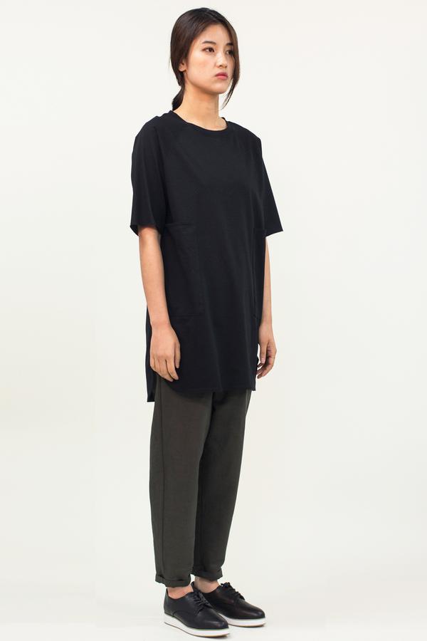 Universal Tissu Oversized Pocket Top- Black