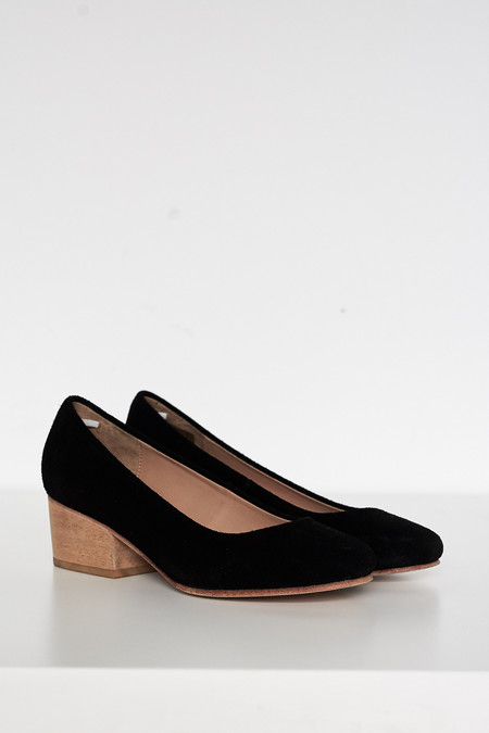 Suede Eleanor Pump - Black