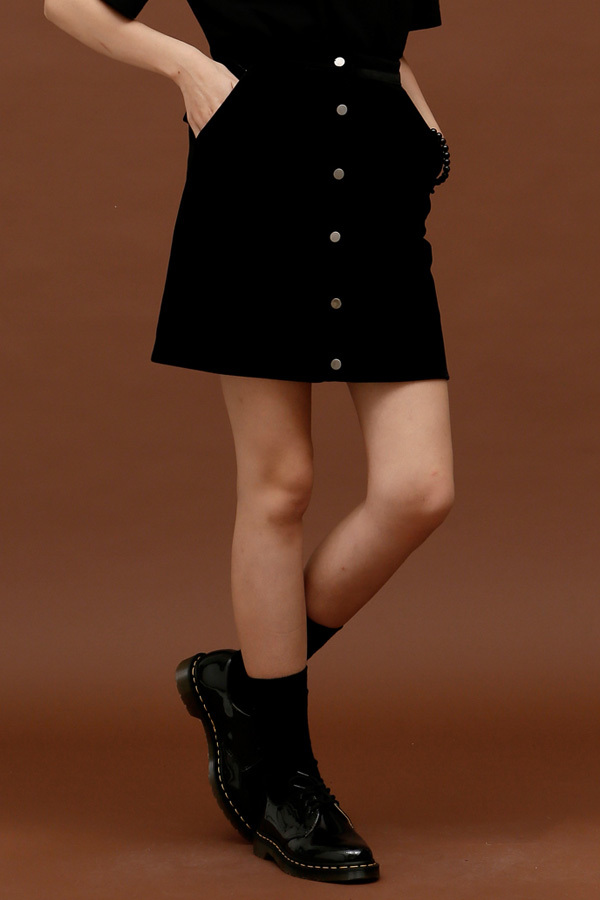ROCKET LUNCH Velvet Botton Skirt- Black
