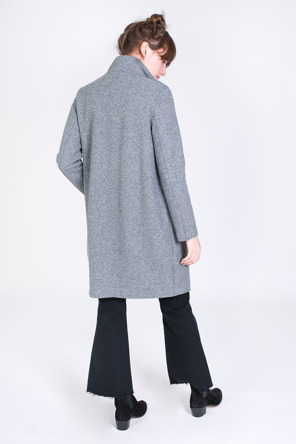 Harris Wharf London Egg shaped coat in light grey