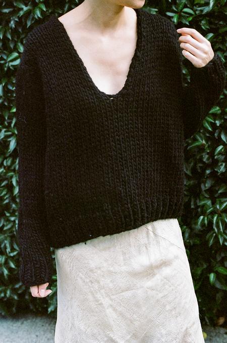 Anaak Mori Handknit V-Neck Pullover Black