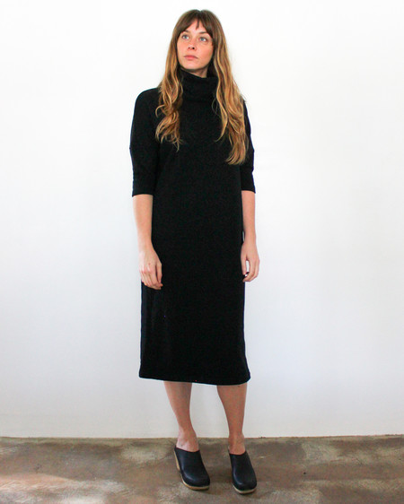 esby TARA TURTLENECK DRESS - BLACK