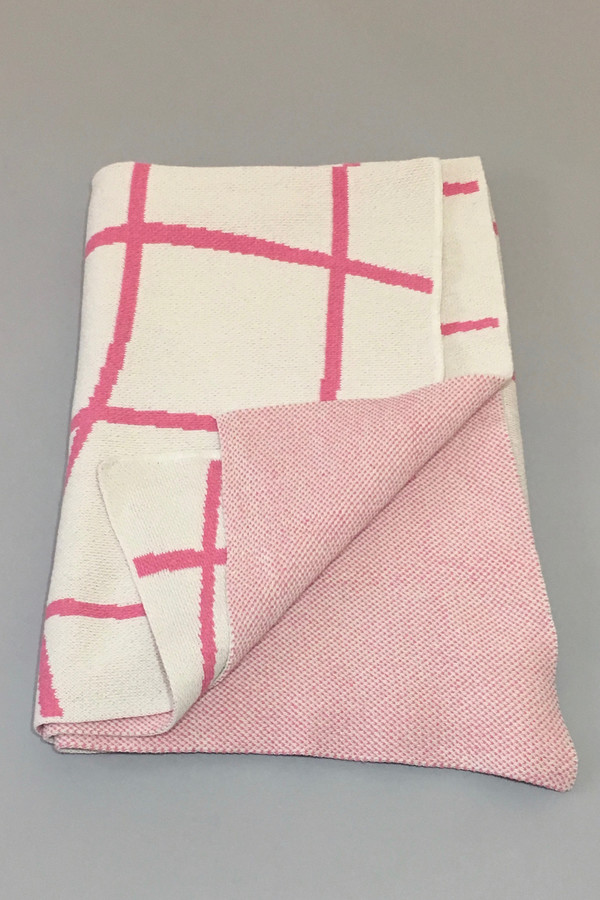 Aelfie Wavy Grid Throw Blanket - pink