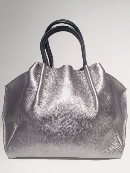Oliveve zoe tote in nickel pebble cow leather with black handles
