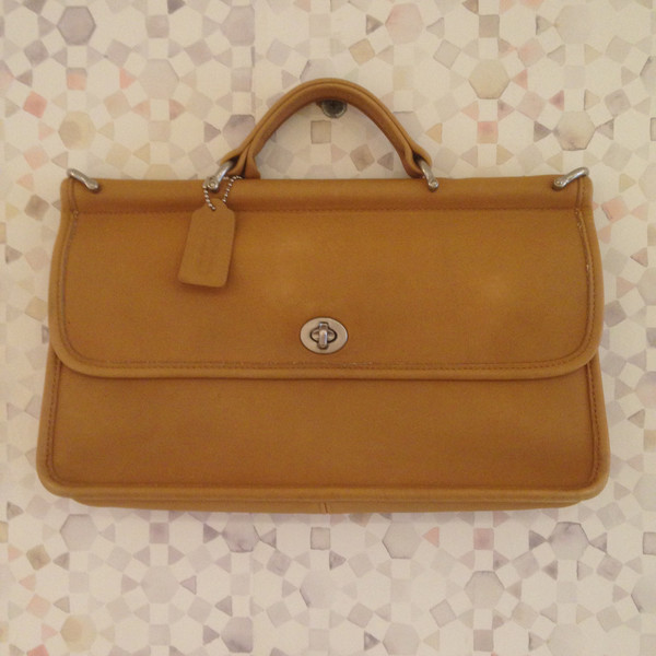 Darling Vintage Vintage Coach City Willis 9153 Tan Crossbody Bag