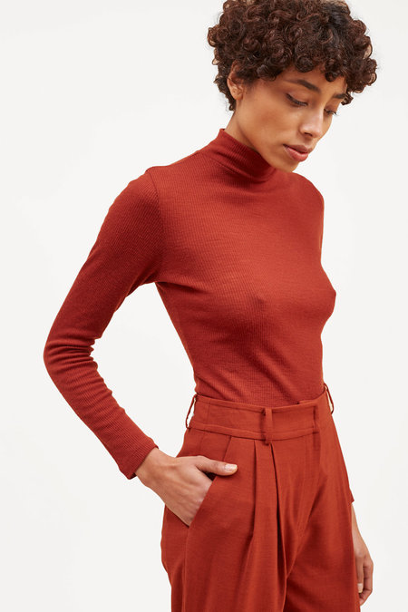 Waltz Fine Ribbed Wool Turtleneck