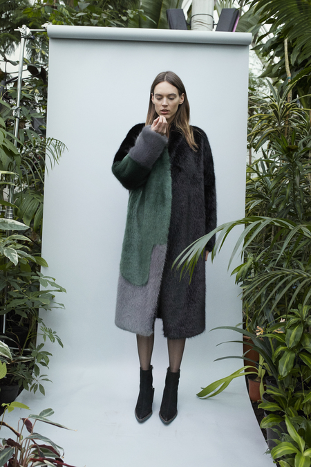 D. Efect Faux Fur Coat