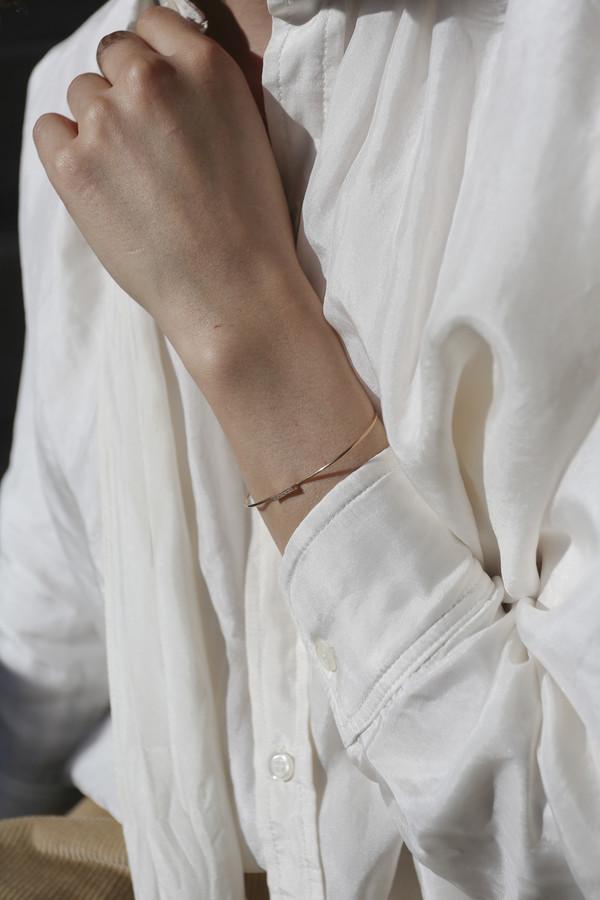 Blanca Monrós Gómez Dainty White Diamond Cuff