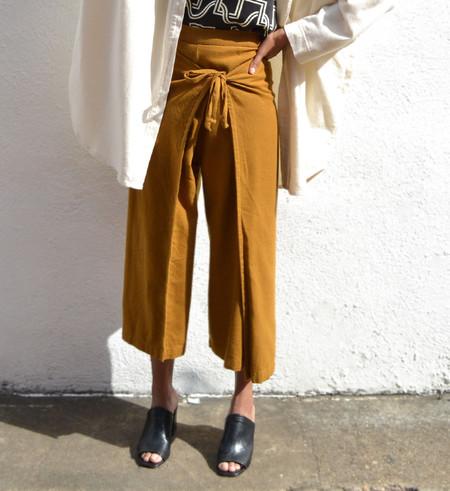 Black Crane Golden Brown Folding Pant