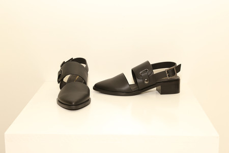 INTRINSIC Black Leather