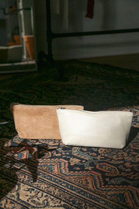 BAGGU Small Cosmetic Pouch in Dune Suede