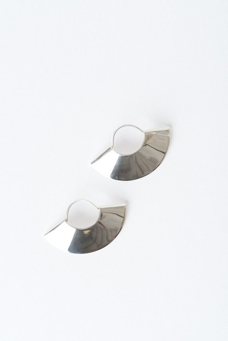 Kathleen Whitaker Small Fan Earrings In Silver