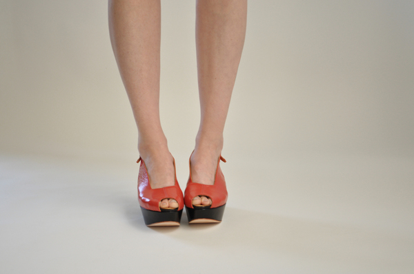 "The Palatines ""levo"" wedge sandal   tomato/black"