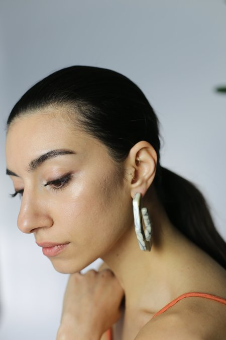 Rachel Comey Factor Earrings - White Marble