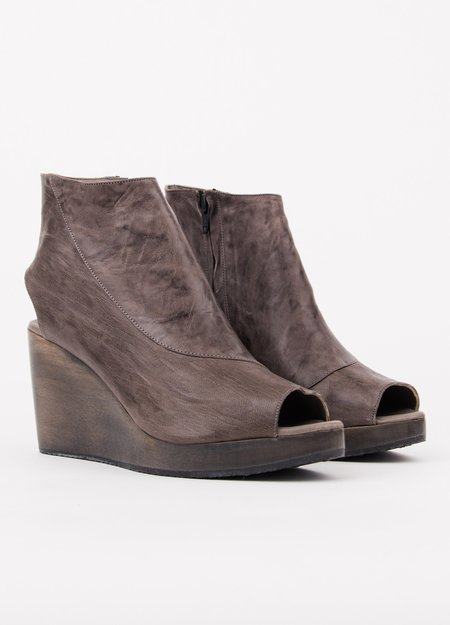 Salpy Candace Grey Wedge