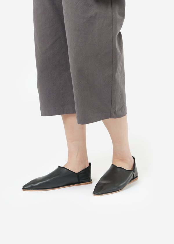 Bronze Age Black Massa Leather Glove Shoe