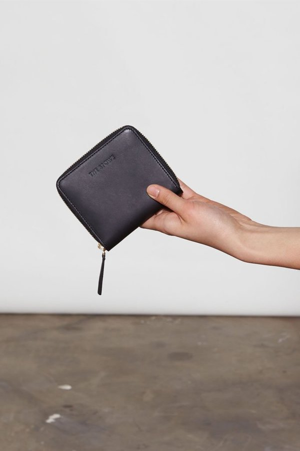 The Stowe Square Zip Wallet - Black