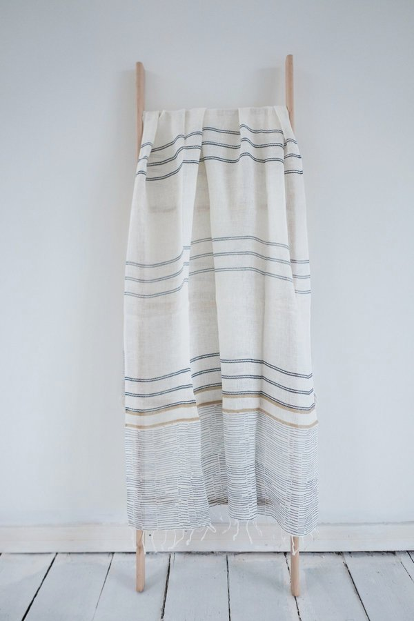 Karu Hand Loomed Linen Scarf - Off-White