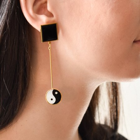 Tarin Thomas Yin Yang Eden Earrings - White Mother Of Pearl & Black Onyx