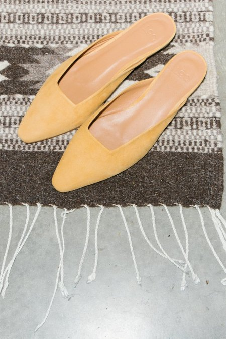 LOQ Carmen Suede Mule - Curry