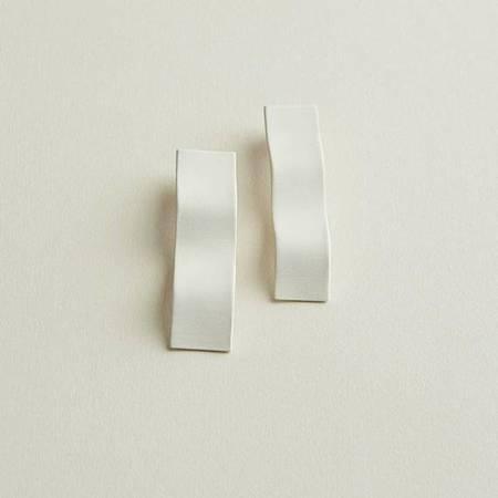 Four Eyes Ceramics Wave Earring - white