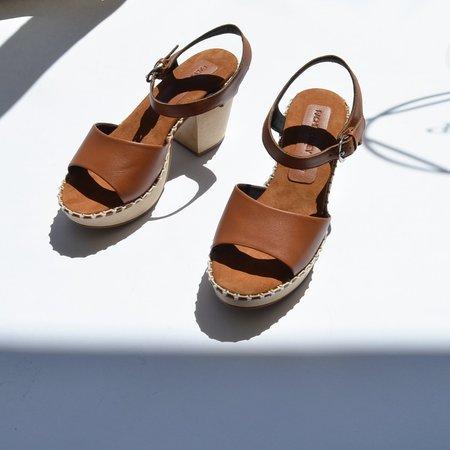 Rachel Comey Avid Tawny Sandals