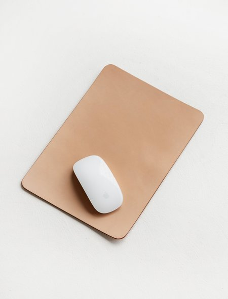 Isaac Reina 319 A4 Leather Mouse Pad - Natural