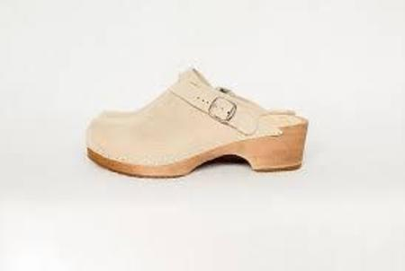 Kitty Clogs Low Heel Clogs - Sand