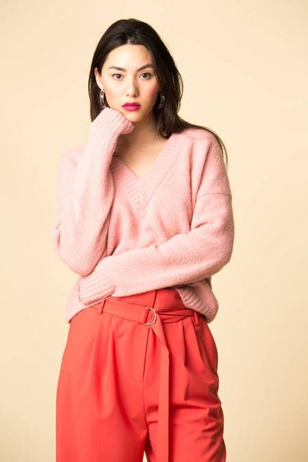 Tibi Airy Alpaca V-Neck Sweater - KUNI PINK