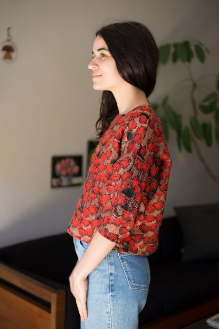 Eve Gravel Crimson Petal Jaquard Top - Fleur