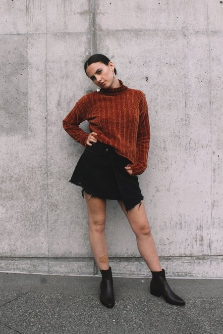 Pipe And Row Staples Dune Cropped Sweater - Rust