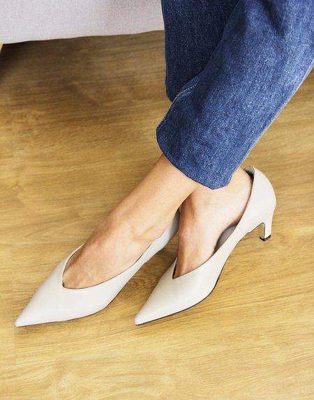 Prima Black Label Pointed Courts - Pale Grey