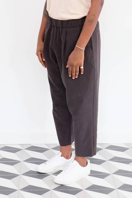 Evam Eva Tuck Cropped Easy Pants - Sumi