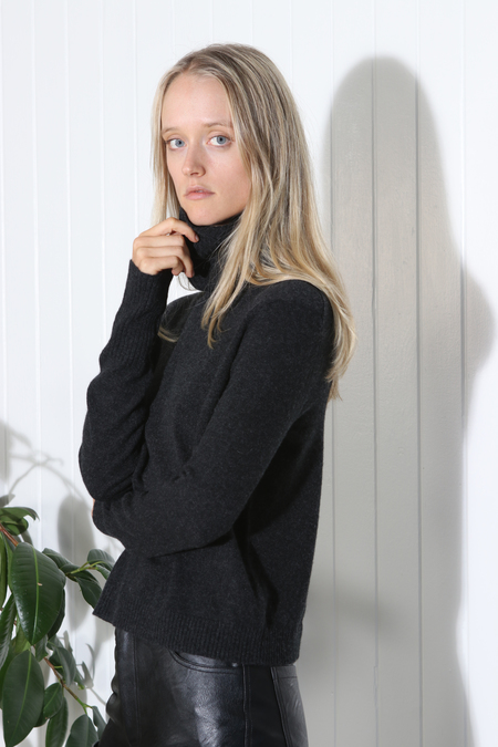 Inhabit Cashmere Turtleneck Sweater - Charcoal