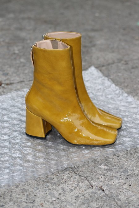 About Arianne Nico Boot - Soller