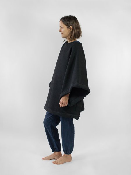 Nahanni Arntzen Devaki Poncho Sweater - black